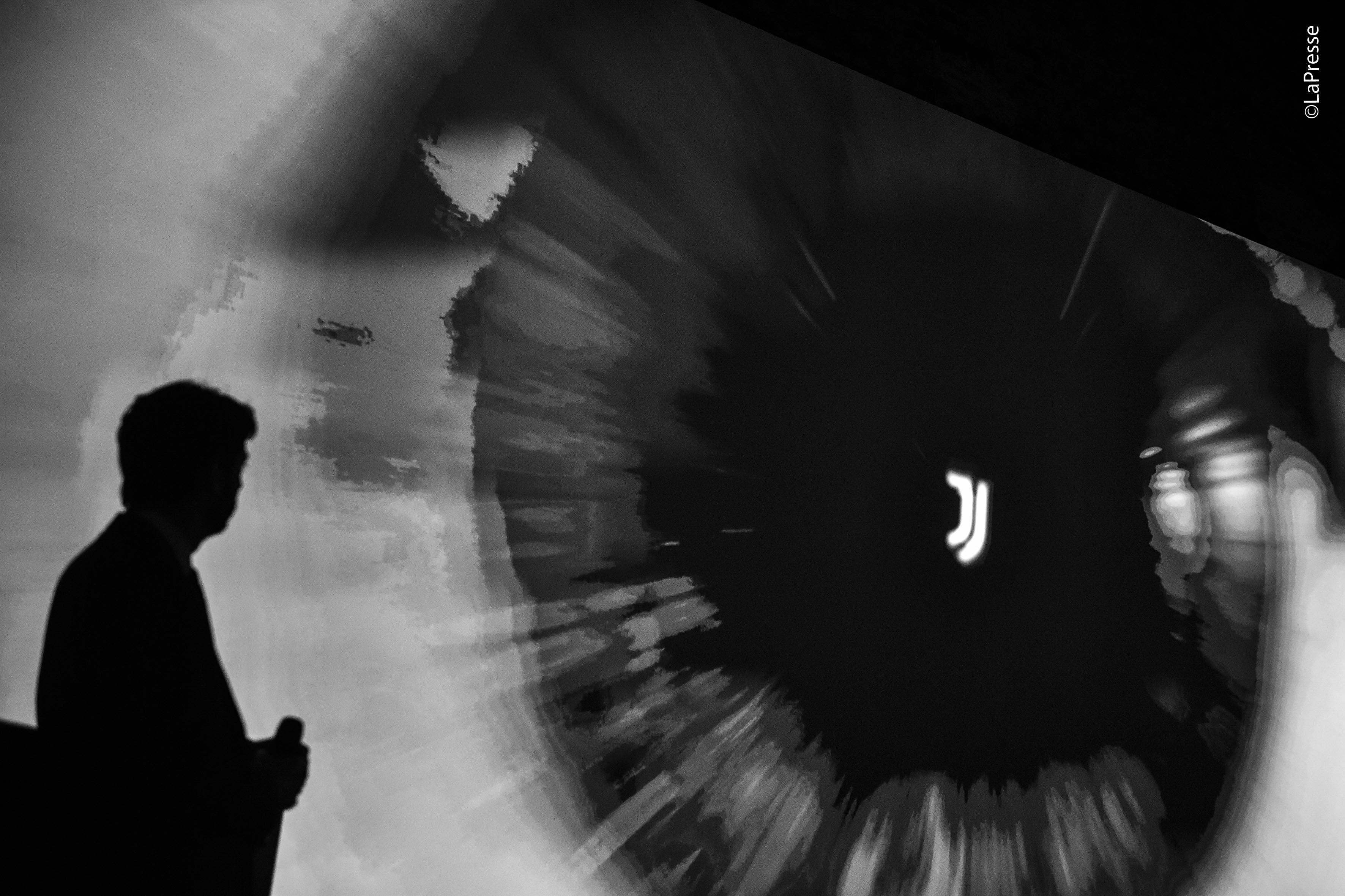 Foto LaPresse - Daniele Badolato 16/01/2017 Milano ( Italia) Sport Calcio ESCLUSIVA JUVENTUS Juventus, Black and white and more Nella foto: il nuovo logo Photo LaPresse - Daniele Badolato 16 January 2017 Milano ( Italy) Sport Soccer Juventus, Black and white and more In the pic: the new logo