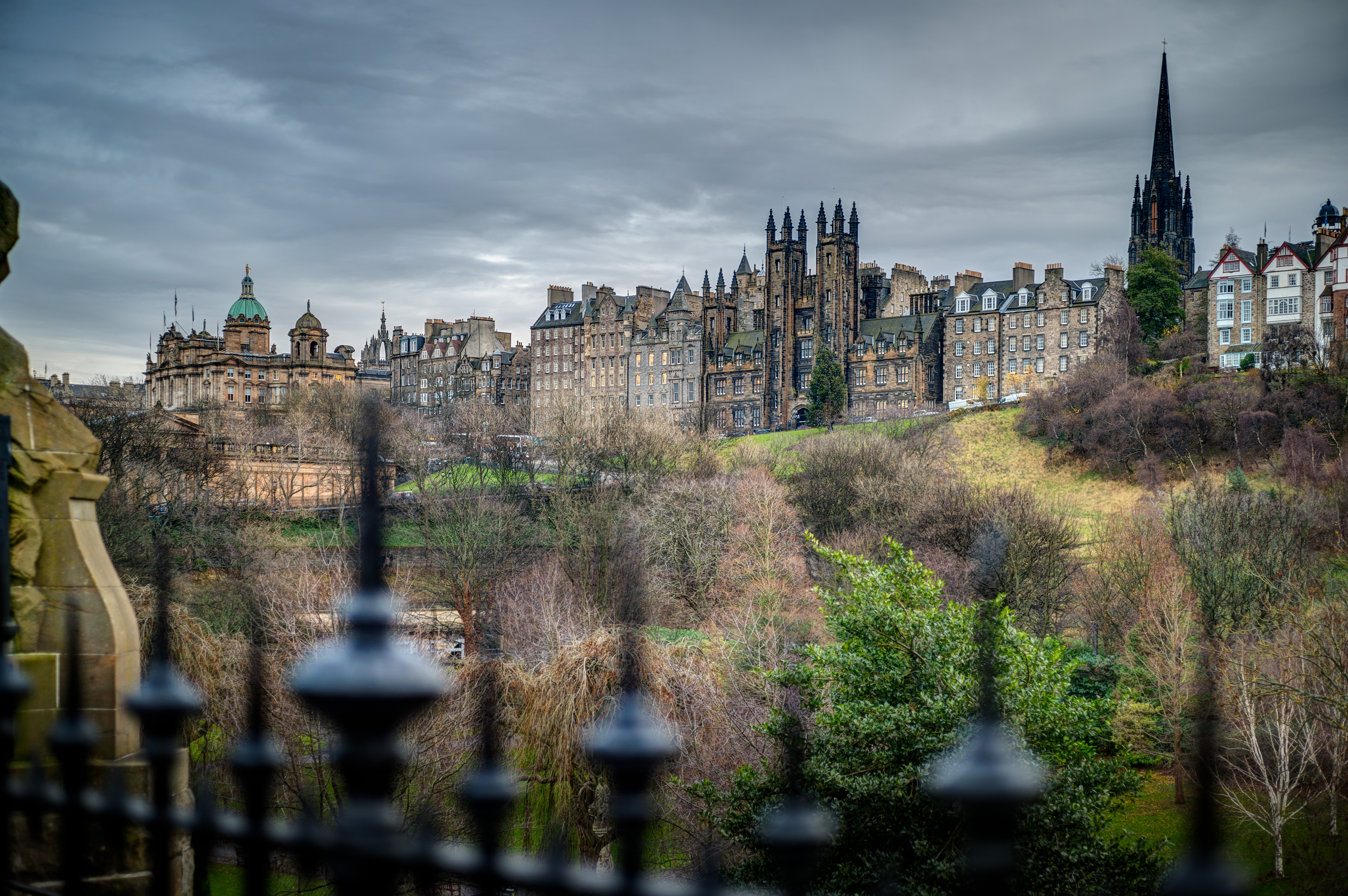 the-royal-mile-from-west-princes-street-gardens-c-malcolm-reading-consultants-david-springford