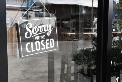 closed sigh